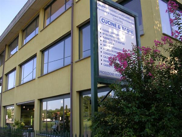 Gruppo daverio idroricambi srl centro cucine e bagni for Centro lombardo mobili